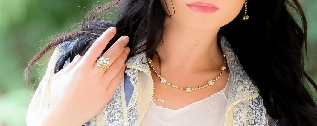 18K Gold and Diamond Flowing Lines Necklace,