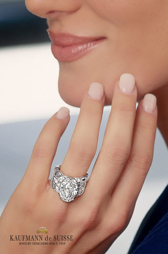 Fabulous Oval Flowing Lines Diamond Ring